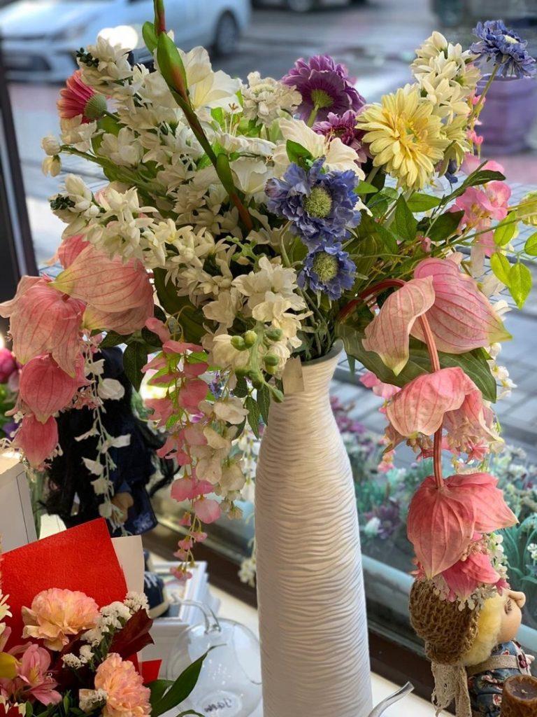 Искусственные цветы на выбор